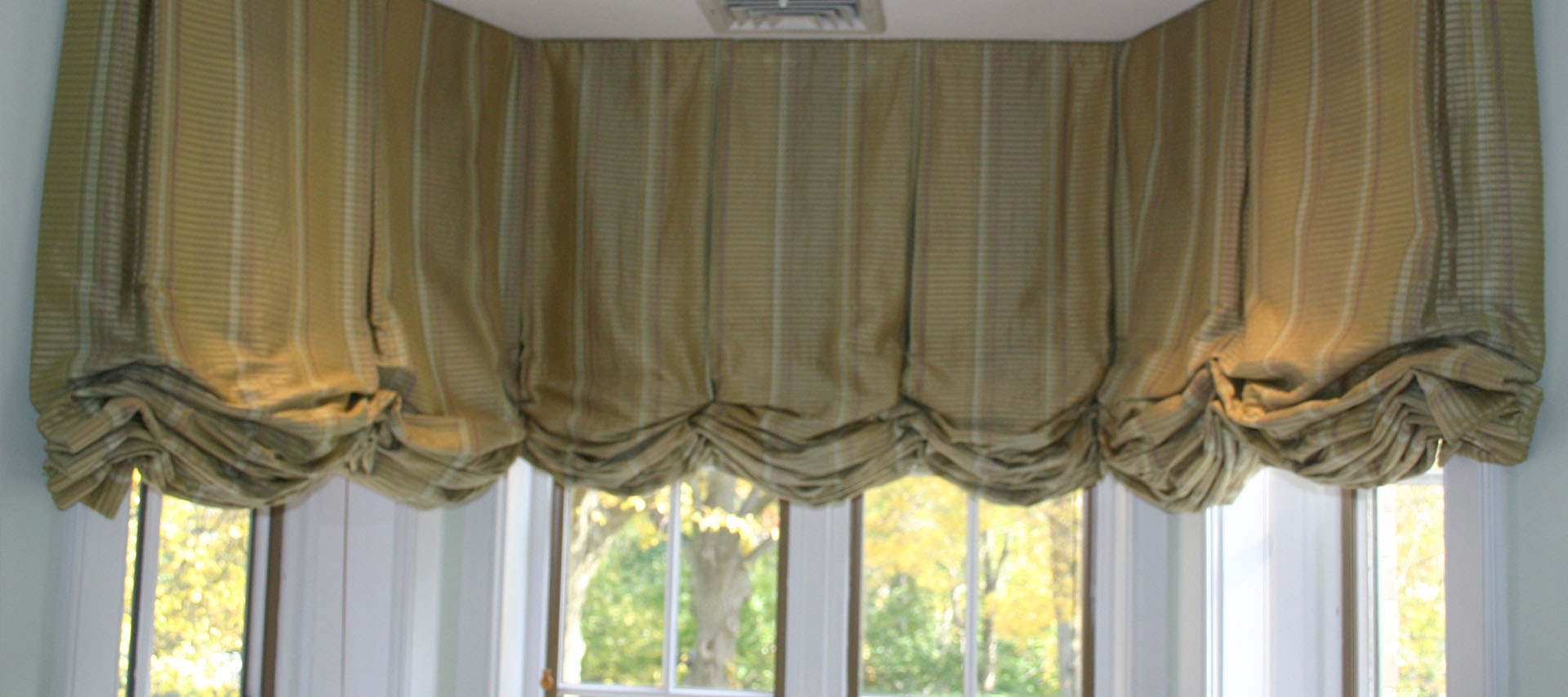 Togas Balloon Shades Custom Made Services